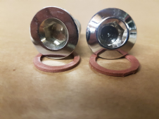 DRAIN  (magnetic) AND LEVEL PLUG (chrome)